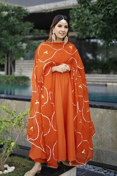 Be you and Be Beautiful in this Orange gotapatti suit set! Which comes with cotton anarkali and pants along with gotapatti dupatta. Pakistani Fashion Party Wear, Pakistani Dresses Casual, Pakistani Dress Design, Indian Fashion, Punjabi Fashion, Designer Party Wear Dresses, Kurti Designs Party Wear, Indian Designer Outfits, Indian Designers