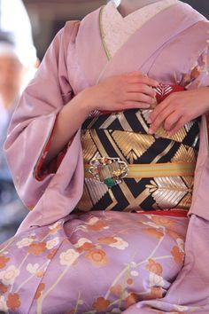 | Traditional Kimono | 着物 | Obi | 帯 |