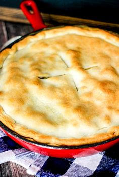 30 Minute Loaded Vegetable Pot Pie comes together super quickly and is majorly delicious! Packed full of healthy veggies, it's sure to comfort you this winter! Holiday Recipes, Great Recipes, Favorite Recipes, Recipe Ideas, Yummy Recipes, Vegetarian Recipes, Cooking Recipes, Vegan Meals, Pie Recipes