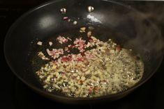 Chifteluțe nemțești în sos de muștar și smântână | Rețete - Laura Laurențiu Pizza Bites, Food, Red Peppers, Essen, Meals, Yemek, Eten