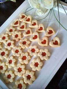 A legomlósabb Linzer, ha jók az arányok, ez a süti maga a csoda! Hungarian Recipes, Christmas Snacks, Saveur, Winter Food, Chocolate Cookies, Gingerbread Cookies, Appetizer Recipes, Good Food, Food And Drink