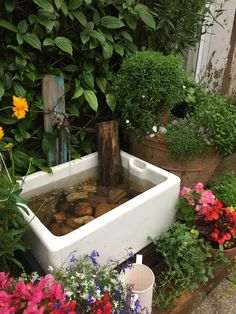We connected a pond pump to copper piping, added an old copper tap and sealed the pump water pipe through the sink plug hole. The tap and piping are secured to an old piece of wood for a rustic look. Belfast Sink Garden Feature, Belfast Sink Planter, Belfast Sink Garden Planter, Garden Sink, Garden Planters, Small Courtyard Gardens, Rustic Gardens, Belfast Sink In Island, Belfast Murals