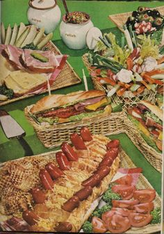 The bad and ugly of Retro Food: scary food Scary Food, Gross Food, Weird Food, Retro Recipes, Old Recipes, Vintage Recipes, Vintage Food, Drink Recipes, 70s Food