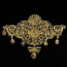 Золотая корсажная брошь с драгоценными камнями. Западная Европа, XVIII век.