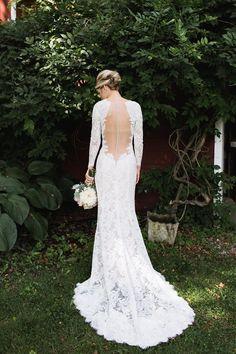 Photography: Julia Elizabeth Photography - www.julia-elizabeth.com/ Wedding Dress: Watters - watters.com/CollectionHome/WattersBrides/   Read More on SMP: http://www.stylemepretty.com/2016/01/08/family-oriented-romantic-new-jersey-inn-garden-wedding/