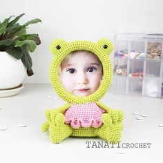 This is a crochet pattern (PDF file) NOT a finished Photo Frame you see on the photos! This pattern is available in: English (US crochet terms) Russian SKILL LEVEL: EASY Photo Frame FROG – size 19 cm (7,5 in), if using sport weight yarn (Sport (12 wpi), 2 : Fine). Material: • yarn •