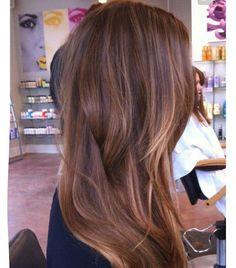 """""""O cabelo castanho pode receber nuances quentes e douradas,distribuidas por toda a cabeça #morena #morenas #morenailuminada #brunette #brunettes Imagem…"""""""
