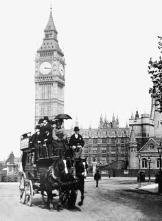 A group of gentleman take in the sights at Parliament Square including Big Ben in London in 1890 photos Victorian life in the UK unveiled in amazing collection of images showing what life was like Victorian London, Vintage London, Old London, Victorian Life, London City, London Food, London Eye, London History, British History