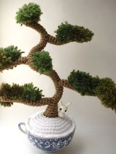Winter Informal - Amigurumi Juniper Bonsai Tree Although this bit of loveliness is sold now you can find a lot of stunning little creations over at MoonsCreations s Etsy store. This crocheted bonsai tree would be a fun gift for my brother. Bonsai very coo Crochet Tree, Crochet Cactus, Love Crochet, Crochet Flowers, Hand Crochet, Knit Crochet, Kawaii Crochet, Crochet Amigurumi, Amigurumi Patterns