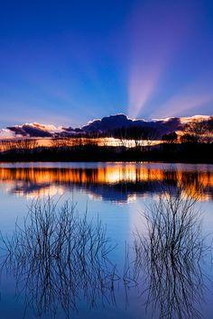Le soir, #ciel et #lac se confondent...  #Beaujolais #France #lake #reflection #reflet #sunset #coucherdesoleil #paysage #landscape #perfectsky #sky #skyporn #night #clouds