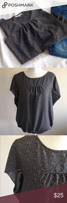 """Loft black pattern Top Black and white pattern top by Loft. Very loose and light weight. Gathered with elastic at the waist. 100 % polyester. Approx measurements Bust 26"""" Length 25"""" LOFT Tops Blouses"""
