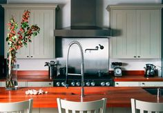 Traditional Kitchen with Breakfast Bar designed by Candi Kitchens