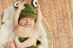 Baby frog hat and diaper cover, Halloween outfit for newborn