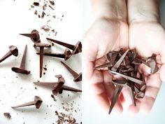 3時のおやつで呪術を楽しめそうな釘型のチョコレート『Chocolate Nails』 | IDEA HACK