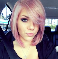Short Bob Hairstyles for 2019 The Bob is a long-established popular hairstyle, so we have 10 super pretty bob hairstyles for you. This bob variant has a hit and is therefore also s. Bob Undercut, Short Bob Hairstyles, Pretty Hairstyles, Bob Haircuts, Dye My Hair, New Hair, Hair Styles 2014, Short Hair Styles, Pastel Pink Hair