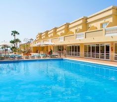 Hotel RH Casablanca - Piscina Casablanca, Cool Rooms, Great Rooms, Outdoor Swimming Pool, Swimming Pools, Bright Decor, Welcome Decor, Best Location, Front Desk