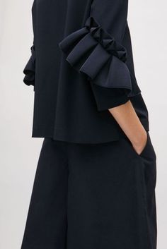 COS image 2 of Top with frill detailed sleeves in Navy/шитьё идея/ Sleeves Designs For Dresses, Sleeve Designs, Blouse Designs, Mode Abaya, Fashion Details, Fashion Design, Style Fashion, Inspiration Mode, Fabric Manipulation