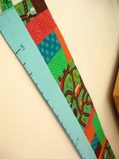 This growth chart makes me want to have a growth chart for my children. Simple and cute!