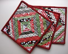 Ideas for patchwork table runner tutorial pot holders Christmas Quilting Projects, Christmas Sewing, Noel Christmas, Christmas Fabric Crafts, Christmas Patterns, Xmas, Easy Quilts, Mini Quilts, Scrappy Quilts