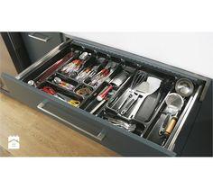 Uzupełnieniem szerokiej oferty akcesoriów poprawiających funkcjonalność kuchni są wkłady do szuflad. Wszystkie kuchenne narżedzia znajdą w nich swoje miejsce. Dzieki wkładom urzymujemy porządek i efek ... Flatware, Tray, Kitchen, Home, Cl, Google, Home Landscaping, Cutlery Set, Cooking