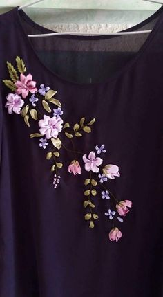 Have Fun with Silk-Ribbon Embroidery - Embroidery Patterns Ribbon Embroidery Tutorial, Hand Embroidery Dress, Embroidery Neck Designs, Embroidered Clothes, Silk Ribbon Embroidery, Embroidery Patterns, Diy Lace Ribbon Flowers, Ribbon Art, Fabric Flower Brooch