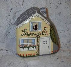 Rock Painting~ Yellow Rock Fairy Houses by millicent Pebble Painting, Pebble Art, Stone Painting, House Painting, Stone Crafts, Rock Crafts, Diy Crafts, Rock Painting Designs, Painting Patterns