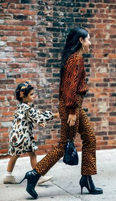 12 Outfits That Prove Zebra Print Is Not a Scary Trend Zebra Print Trend Street Style Animal Print Fashion, Fashion Prints, Moda Animal Print, Street Chic, Street Style, Snake Print Pants, Simple Fall Outfits, Casual Outfits, Outfit Maker