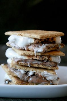 If you've ever wanted to change up from classic s'mores a bit, this cookies and cream s'mores recipe takes s'mores to a whole new level!
