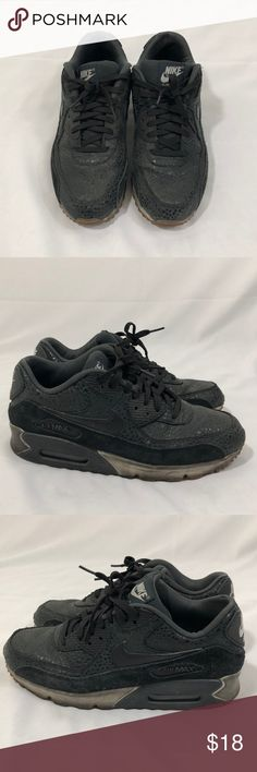 🔥Nike Air Max Women Sneaks Size 9.5 Very comfortable Air Max sneakers from Nike. Worn many times, ok condition. Shoes run a little bit small, recommend to Women size 9 people.  ❌ No Trade please! Nike Shoes Sneakers