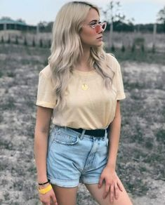 School Outfits, Famous People, Boy Or Girl, Photo Ideas, Nova, Idol, Denim Shorts, Polish, Lovers