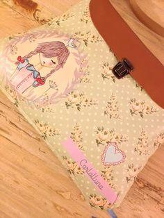 Pretty bigbox by Carlalluna Illustrated eco-leather.  http://shop.carlalluna.es/product/big-box-nina-con-trenzas-verde