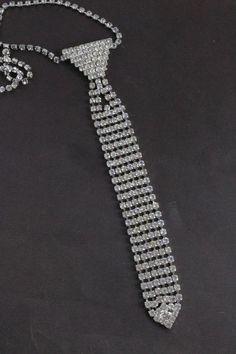 EG/_ Fashion Cartoon Owl Rhinestone Moon Brooch Pin Shawl Suit Shirt Jewelry Clev