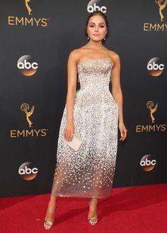 La modelo eligió un vestido de Zac Posen con transparencias y corte palabra de…