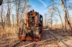 Everything old and abandoned to their fate in the wings. Abandoned Train, Abandoned Places, Rust In Peace, Old Trains, Urban Exploration, Locomotive, Urban Decay, Explore, House Styles