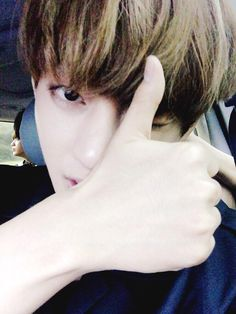 BTS Tweet - V ( selca)  150705 ---   아미 오늘 정말 감사하고 활동끝나서 조금못봐도 곁에항상 아미가있단 생각하고 열심히하겠습니다~ 다들 뜨거운밖뚜(짝짝) -- [tran] Thank you so much to the ARMYs today and since the promotions have ended, even if we can't see you guys for a bit, I will always think  that ARMYs are beside us and work hard~ Everyone, hot applause (clap clap)  Trans cr; JYeoshin and Mary @ bts-trans