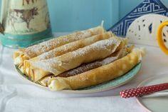 Imádjuk a túrós palacsintát! Hot Dog Buns, Hot Dogs, Pizza, Sweets, Bread, Minden, Gd, Gummi Candy, Candy