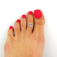 Sterling silver toe ring Peace design adjustable by VandAjewelry, $12.50