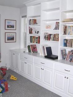 Built-in shelves with cabinets and drawers