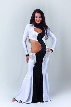 Black and white Belly dance costume Belly Dance Outfit, Belly Dance Costumes, Dance Outfits, Dance Dresses, Dance Oriental, Costume Original, Indian Bridal Lehenga, Belly Dancers, Indian Girls