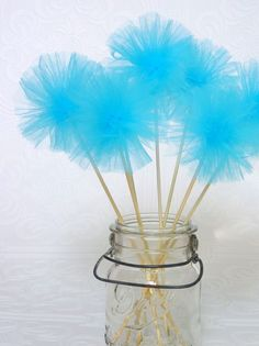 Tulle pom pom wands - great for a Princess Party. Frozen Birthday Party, Frozen Party, Birthday Parties, Birthday Cake, Tulle Crafts, Diy Crafts, Paper Flowers, Paper Poms, Tissue Paper