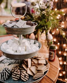 Sweet Smores Bar Wedding Ideas for Fall and Winter Dessert Bars, Dessert Table, S'mores Bar, Fall Wedding, Wedding Ideas, Christmas Wedding, Dream Wedding, Wedding Bonfire, Wedding Reception
