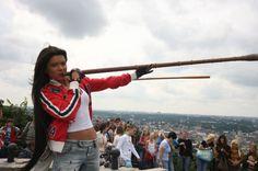 Руслана та її «Дикі танці» прогриміли у Європі у 2004 році, українка стала переможницею «Євробачення».   Трембіта – найколоритніший український інструмент. Краще за всіх справляються з ним гуцули. Адже не кожен зможе впоратися з чотириметровою дерев'яною трубою. Якщо ви хочете почути її пронизливий звук, який розноситься над Карпатськими горами, вирушайте на фестиваль «На Синевир трембіти кличуть».