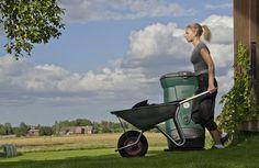 Kompostoimalla säästät luontoa ympärilläsi ja myös selvää rahaa. Mikäli voit käyttää syntyvän mullan omassa pihapiirissäsi, sinun kannattaa ehdottomasti itse kompostoida. Tällöin jätteitä ei tarvitse kuljettaa, säästät jätehuoltokustannuksissa ja saat käyttöösi ilmaista, puhdasta maanparannusainetta. Wheelbarrow, Garden Tools, Baby Strollers, Composting, Children, Gardening, Baby Prams, Young Children, Boys