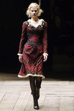 Alexander McQueen Fall/ Winter 2006 Ready-to-wear Womenswear