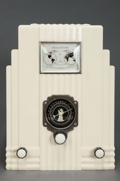 Air King 'Skyscraper' Radio Model 66 in Ivory - 1933 - Designed by Harold Van Doren and John Gordon Rideout - Air King Products Company of New York - American Art Deco Icon