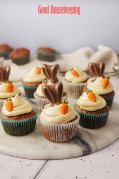 You need to try our gorgeous carrot cake cupcakes, topped with cream cheese frosting and Malteser bunnies - delicious! Easy Easter Desserts, Easter Treats, Easter Recipes, Oster Cupcakes, Carrot Cake Cupcakes, Carrot Cakes, Mocha Cupcakes, Gourmet Cupcakes, Strawberry Cupcakes