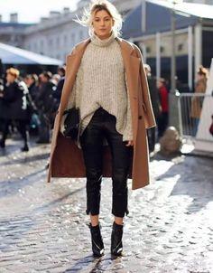 Street style Manteau camel Chic Jeans noir Boots noires