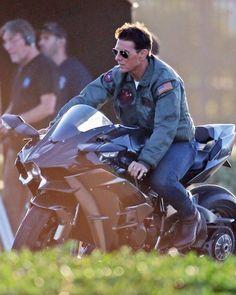 Hollywood Male Actors, Celebridades Fashion, Top Cruise, Honda Scrambler, Harley D, Egyptian Actress, Kawasaki Motorcycles, Top Gun, Tv Actors