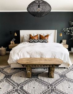 Affordable Home Decor Ideas white bedding ideas! Home Decor Ideas white bedding ideas! Green Bedroom Walls, Bedrooms With Accent Walls, Dark Walls Living Room, Living Rooms, Master Bedroom Makeover, Black Master Bedroom, Dark Cozy Bedroom, Dark Bedrooms, Master Bedroom Design