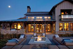 90 Awesome Modern Farmhouse Exterior Design Ideas 44 – Home Design Urban Farmhouse, Modern Farmhouse Exterior, Modern Farmhouse Style, Outdoor Spaces, Outdoor Living, Outdoor Seating, Deck Seating, Outdoor Decor, Outdoor Fire